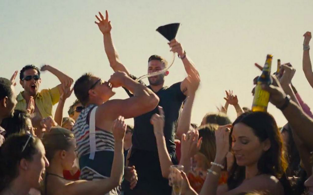 Gronk-Edelman-entourage-movie-beer