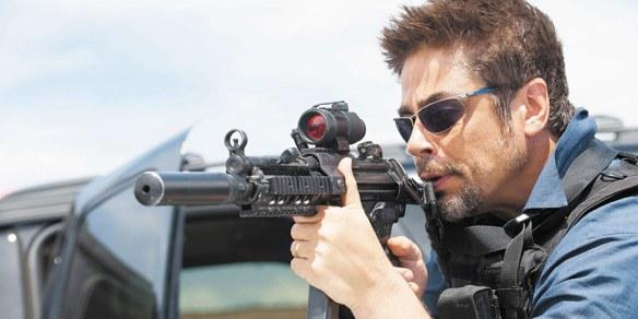 Benicio del Toro taking aim in 'Sicario'
