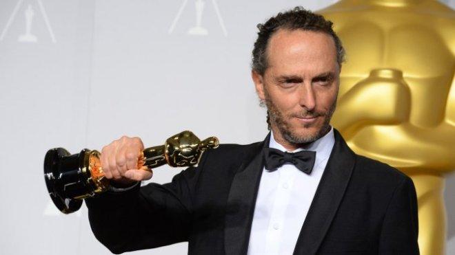 Lubezki holding one of his multiple Oscars.